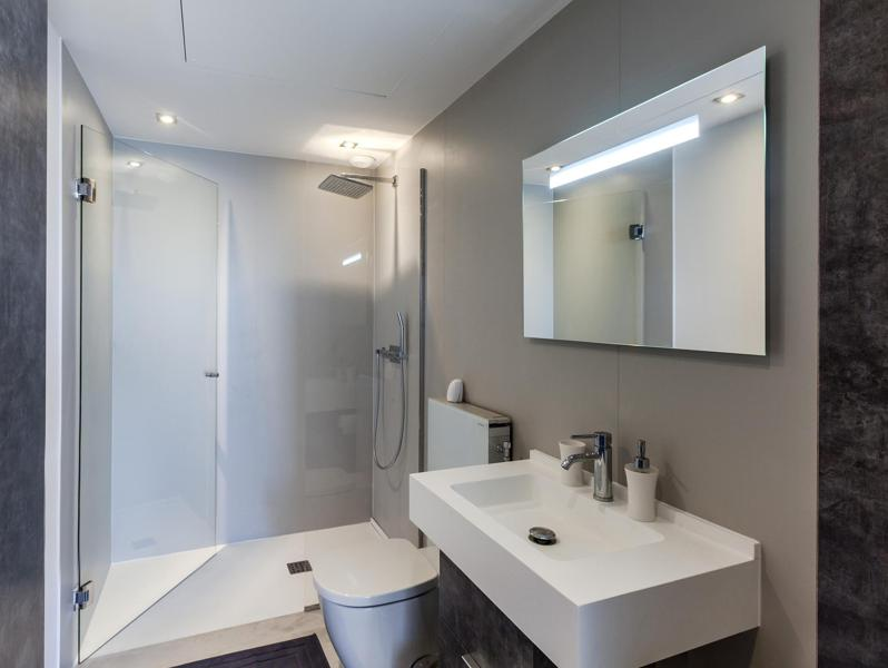 Bathroom with standing shower, white sink and mirror in Cannes