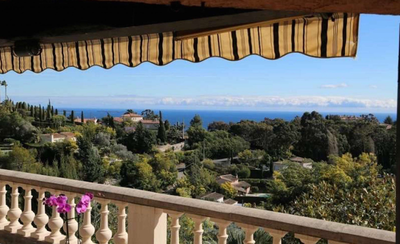 Views of sea and nature from the terrace of a Cannes group villa