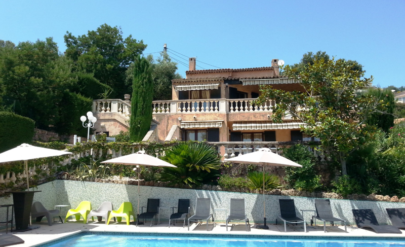 Cannes group party villa with swimming pool, in nature and surrounded by natural landscapes for corporate events
