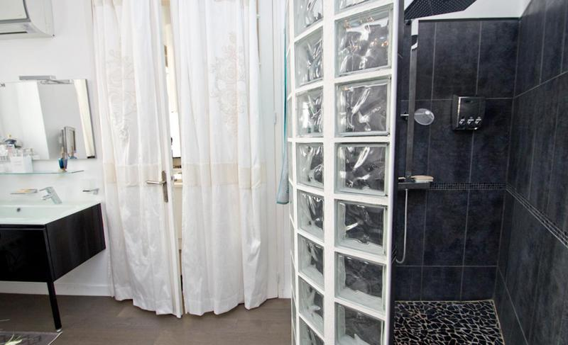 Standing shower, white curtains and sink
