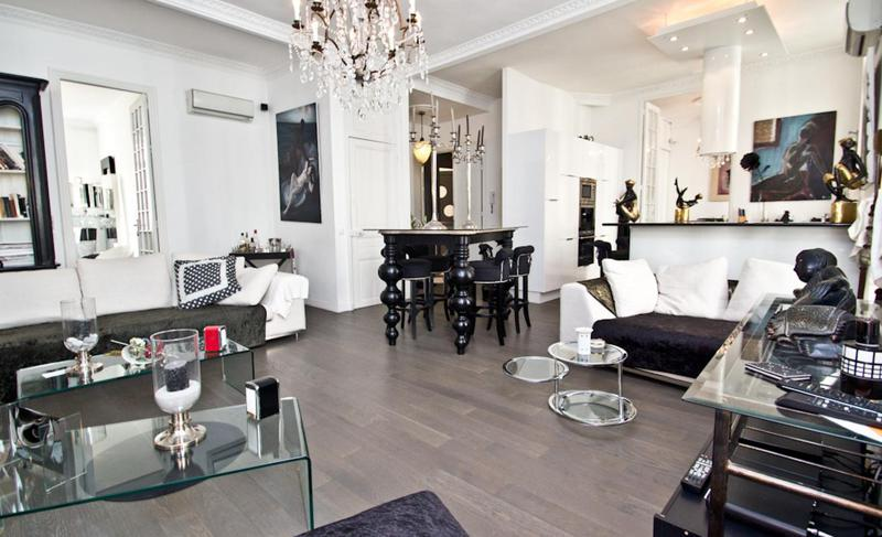 White and black themed living room with decorative artefacts in a Cannes rental apartment near the convention centre