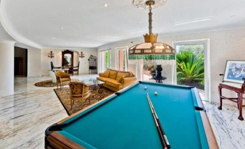 Pool table in the relaxing area of a Cannes Villa for events