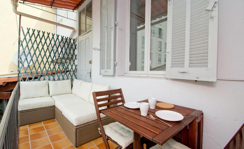 Terrace with couch set and a breakfast table with chairs in a Cannes 2 bedroom accommodation near the Forville market