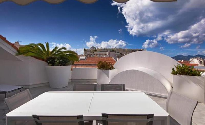 White dining table on the rooftop with views in Cannes