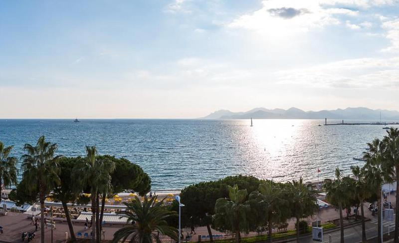 Views of sea and Croisette Boulevard from the terrace of a Cannes event accommodation