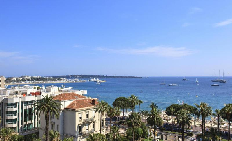 Beach, city and sea views from the terrace of a Cannes rental corporate apartment for groups