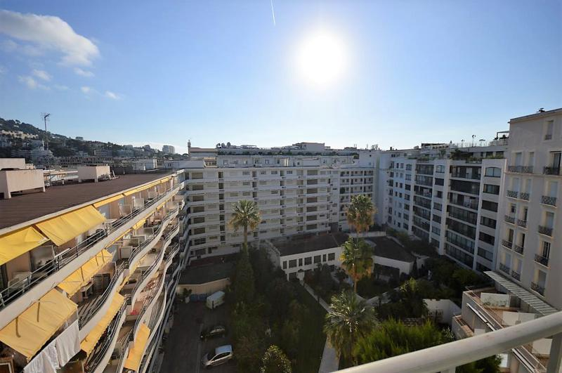 View of the garden of Palais Miramar from the terrace of a Cannes rental studio accommodation