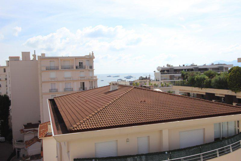 Cannes city and sea views from the terrace of a Cannes studio apartment for events