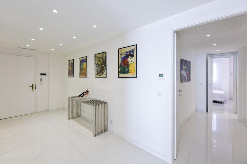 Spacious white entrance hallway of a Cannes apartment for rent