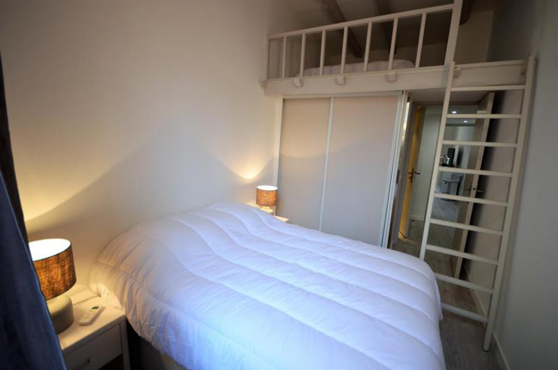 Double bed with closet in a mezzanine style Cannes group event accommodation