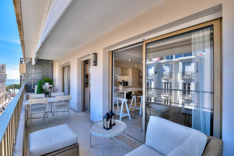 Spacious terrace with couch, dining table and sea views in a Cannes 1 bedroom rental apartment close to Palais des Festivals