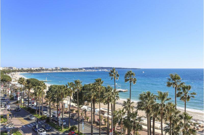 View of the entire bay of Cannes from the terrace of a 2 bedroom Cannes rental beach apartment near to Palais des Festivals