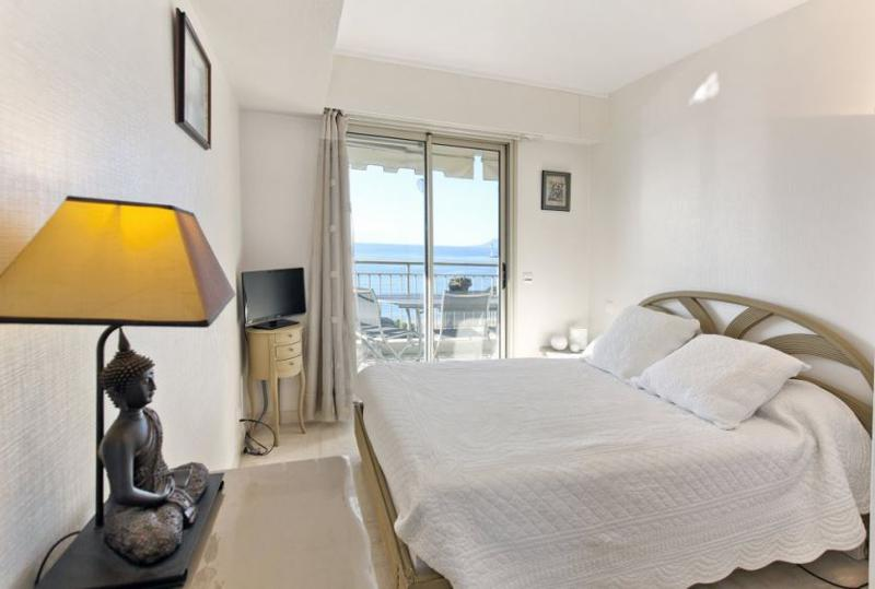 Double bedroom with flat screen tv and access to the outdoor terrace in Cannes close to Palais des Festivals