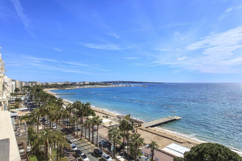 Panoramic view of complete Boulevard de la Croisette and the beach and sea from a Cannes rental group penthouse
