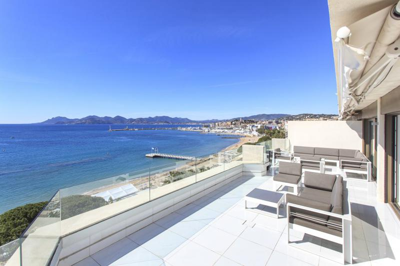 Party terrace lounge of a Cannes event penthouse on the Croisette with unobstructed and panoramic sea views