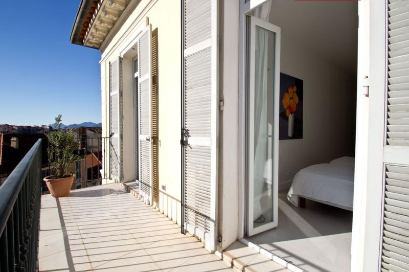 Terrace with plant and accessible from the bedroom of a Cannes apartment for rent