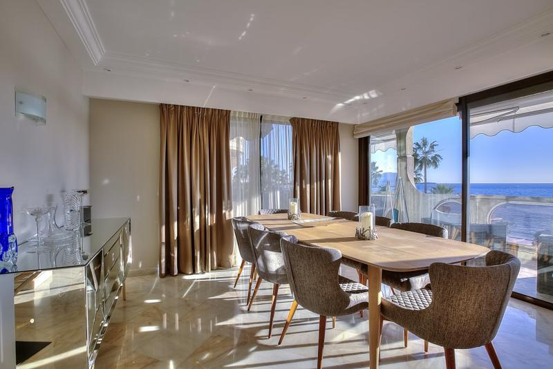 Dining table with sea views for meetings in a marble-floored living room of a Cannes rental apartment