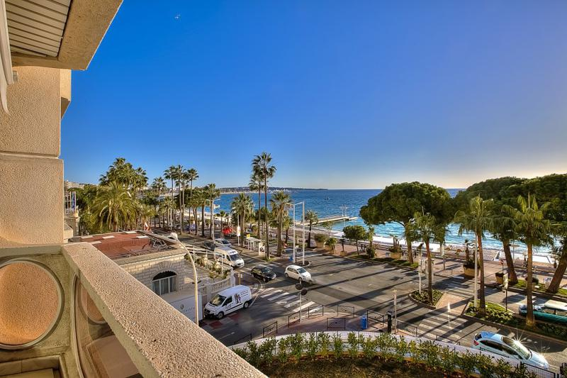 Sea facing terrace of a 2 bedroom Cannes group rental apartment close to the convention centre