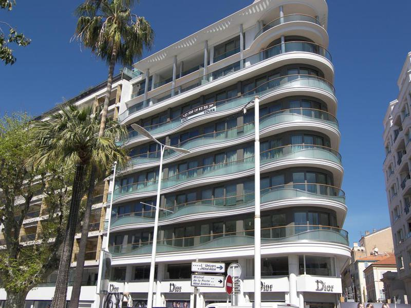 View of the corner building facing Palais des Festivals with a group rental accommodation in Cannes