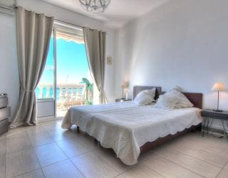 2 single beds combined as a double bed with sea views and a terrace in a Cannes group apartment for rent on the Croisette