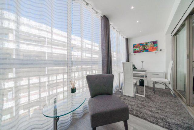 Office and meeting room with tables and chairs in a Cannes central apartment for rent near to Palais des Festivals