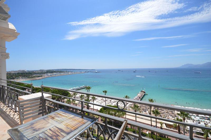 Outdoor terrace with panoramic sea views in a Cannes corporate penthouse accommodation