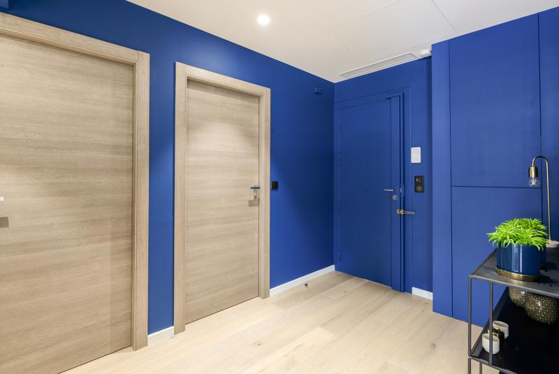 Blue painted walls with wooden floor and doors at the entrance of a Cannes group event accommodation