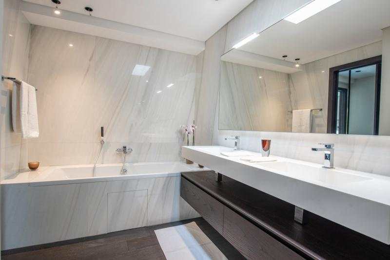 Bathtub with white marble interiors in the bathroom in Cannes
