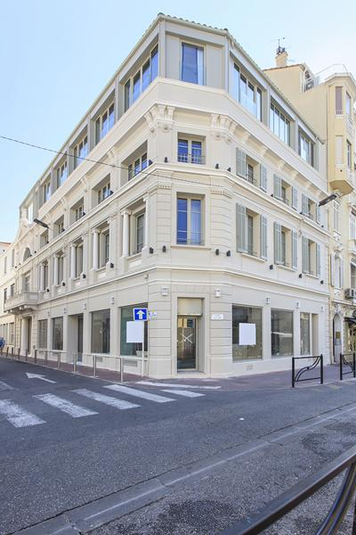 Cannes building for corporate events with 5 group rental apartments to accommodate 14 people near to Palais des Festivals