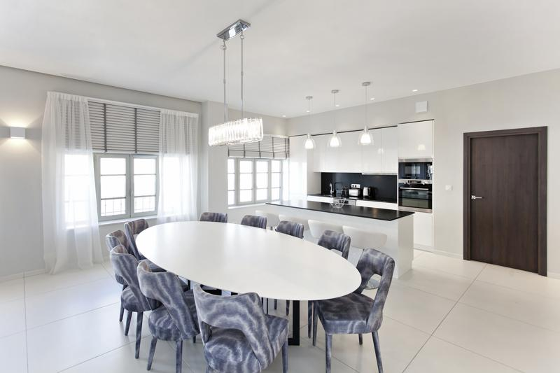 Open kitchen and dining area in the living room of a Cannes rental penthouse for events and parties