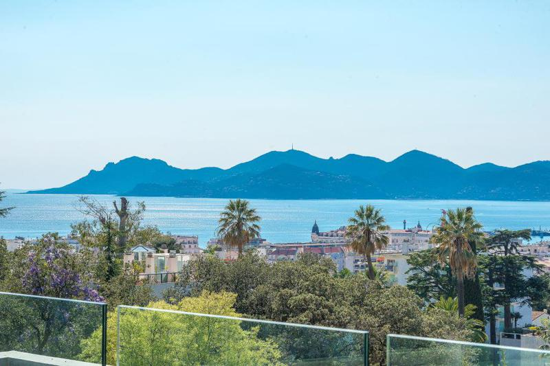 stunning views of landscapes and sea from the terrace of a Cannes event villa for rent