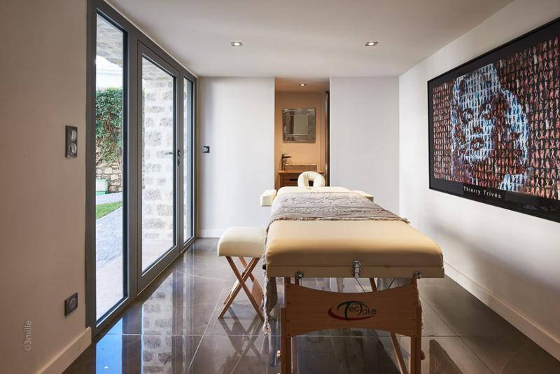 Massage room in a 5 bedroom rental Cannes beach party villa